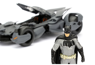 Batman 2016 Batmobile with Figure 1:24